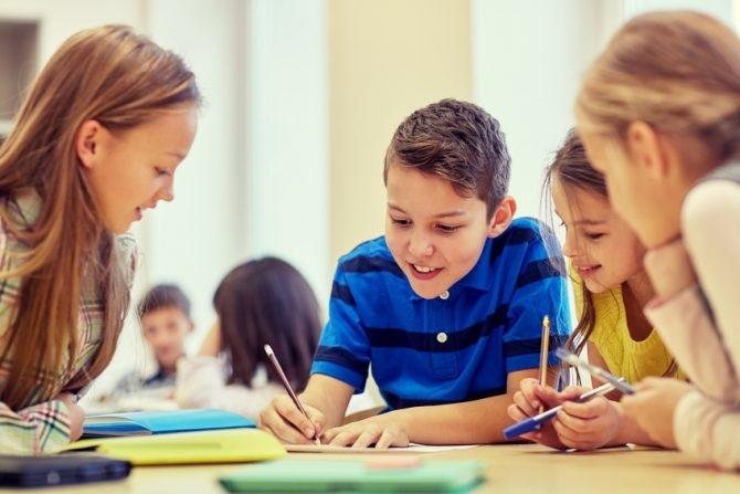 Kinder lernen Schreiben